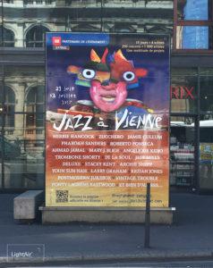Adhesif-Habillage-Communicant-Abribus-Tram-Jazz-A-Vienne-Light-Air-1.jpg