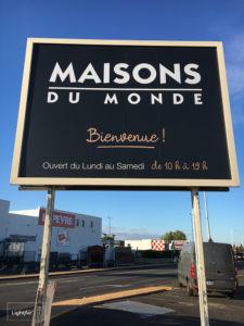 Adhesif-Facade-Communicante-Adhesif-Contrecolle-Dibon-Maisons-Du-Monde-LightAir-2-1000_copie.jpg