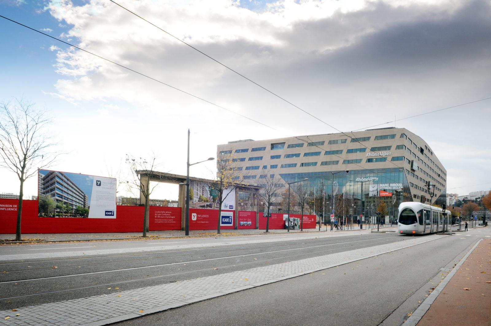 Palissade de chantier cisalame avec covering Lyon Congfluence pour Icade