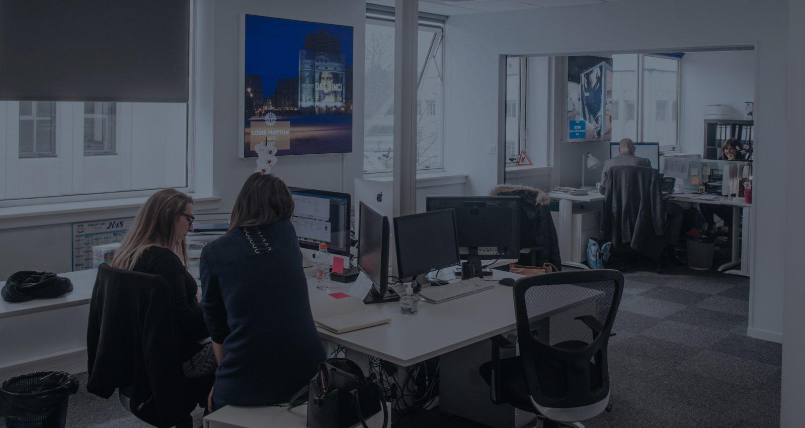 LightAir-collaborateurs-bureau-travail