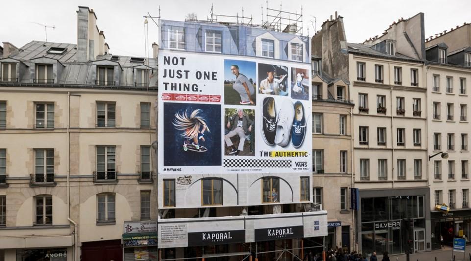 Vans s'affiche Rue du Faubourg Saint-Antoine à Paris - LIGHTAIR